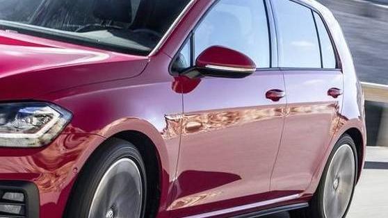 Volkswagen Golf GTI (2019) Exterior 008