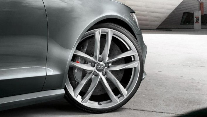 2020 Audi RS6 Avant Exterior 007