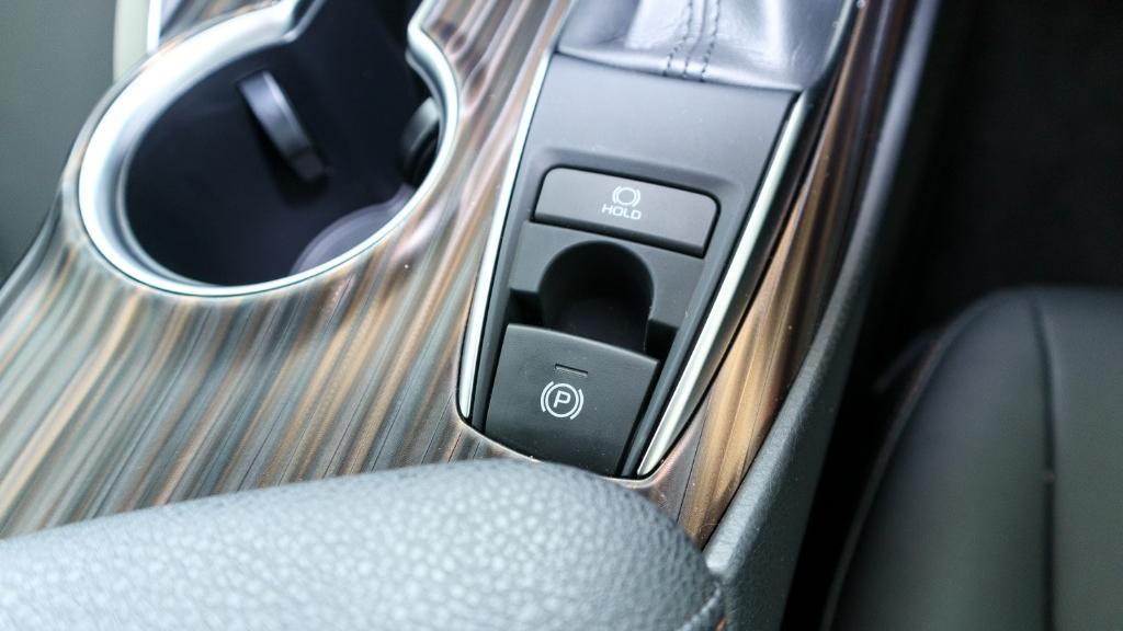 2019 Toyota Camry 2.5V Interior 020