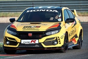 Honda Civic FK8 Type R Limited Edition on 2020 World Touring Car safety patrol duty