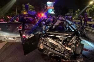 Pemandu Proton Satria Neo hilang kawalan dan terbang melanggar Mazda BT-50, 3 maut