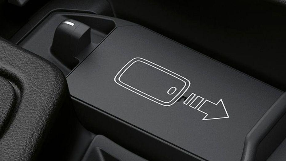 BMW M4 Coupe (2019) Interior 007