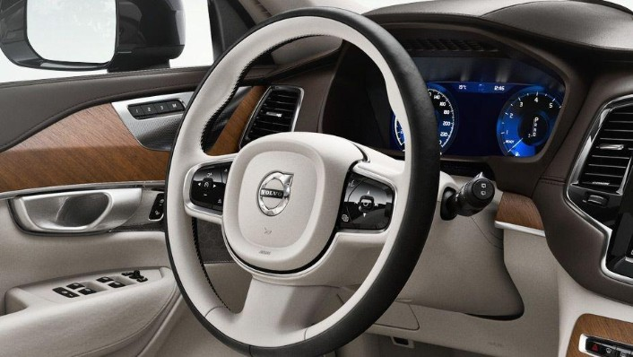 Volvo XC90 (2018) Interior 002