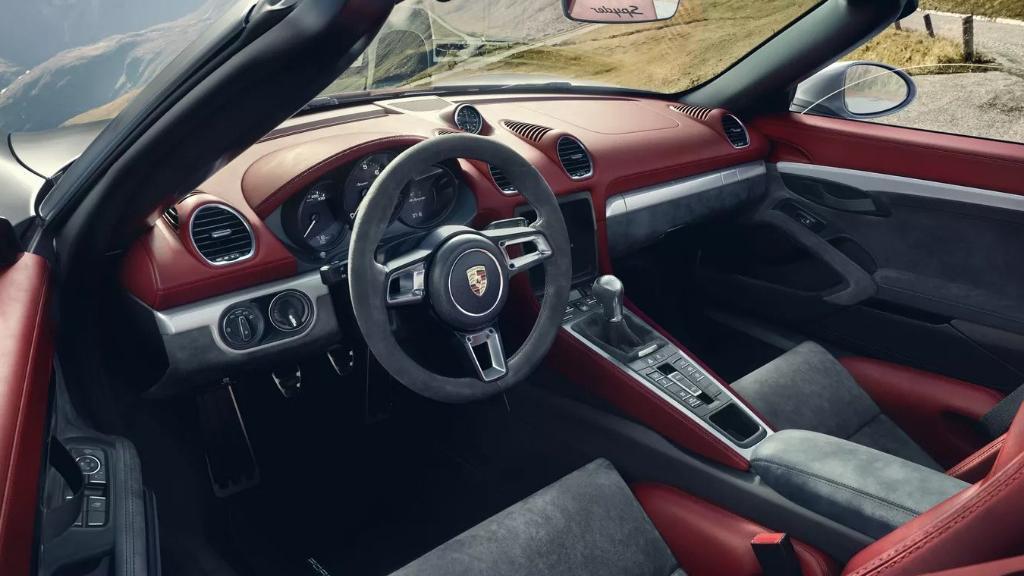 2019 Porsche 718 718 Spyder Interior 002