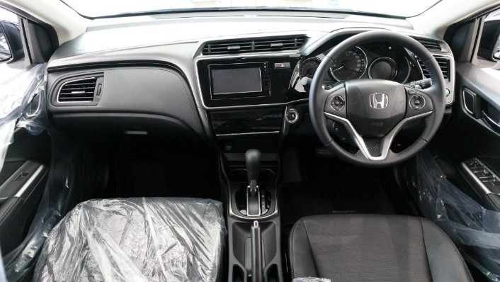 2018 Honda City 1.5 V Interior 001