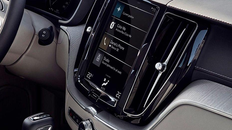 Volvo XC60 (2018) Interior 011