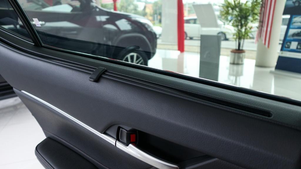2019 Toyota Camry 2.5V Interior 037