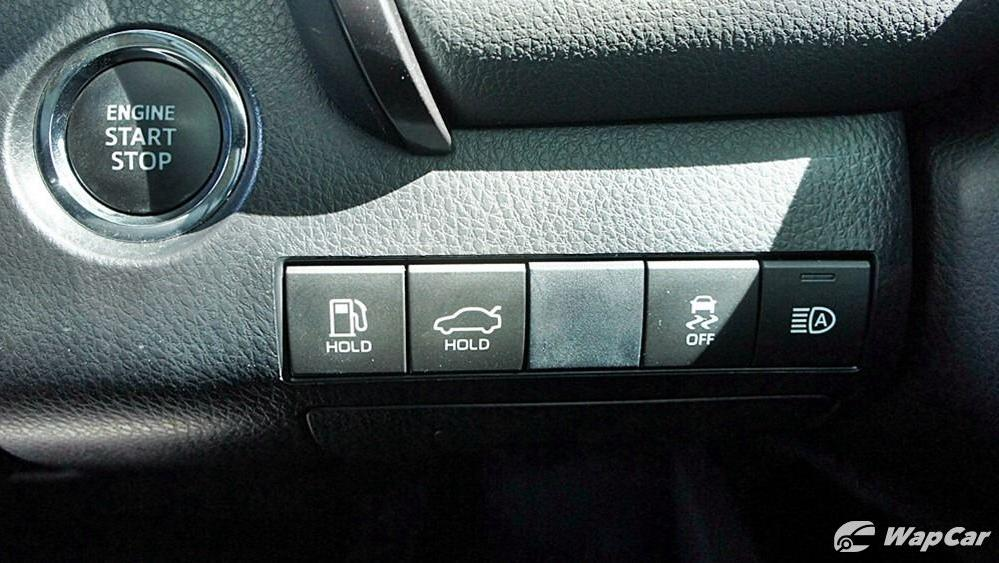 2019 Toyota Camry 2.5V Interior 082