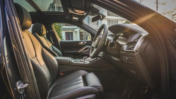 2020 BMW X6 xDrive40i M Sport Interior 003