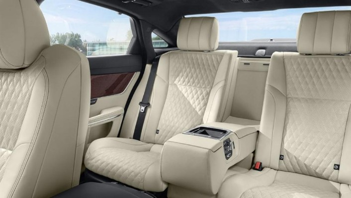 Jaguar XJ (2017) Interior 003