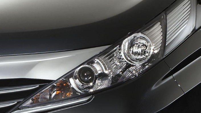 Mazda Biante (2017) Exterior 007