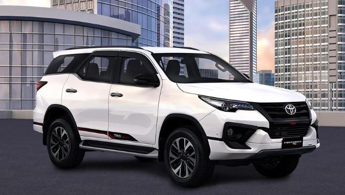 Toyota Fortuner (2018) Exterior 003