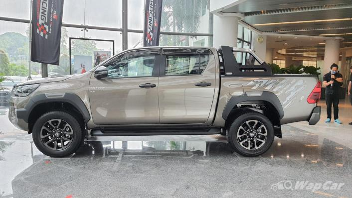 2020 Toyota Hilux Double Cab 2.8 Rogue AT 4X4 Exterior 009