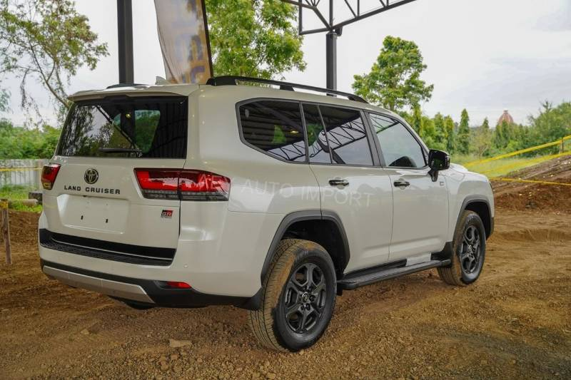 Resale restrictions not working? Recond Toyota Land Cruiser 300 now in Thailand 02