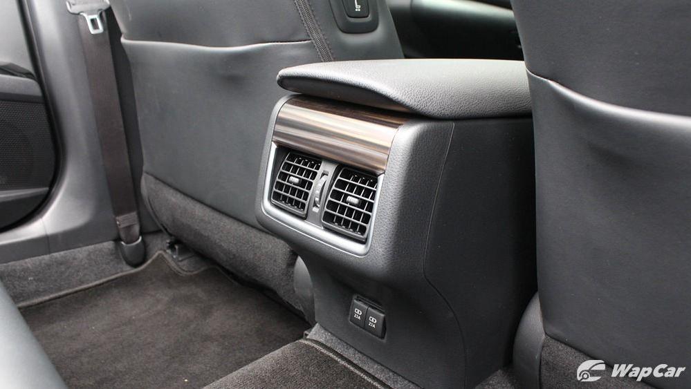 2019 Toyota Camry 2.5V Interior 062