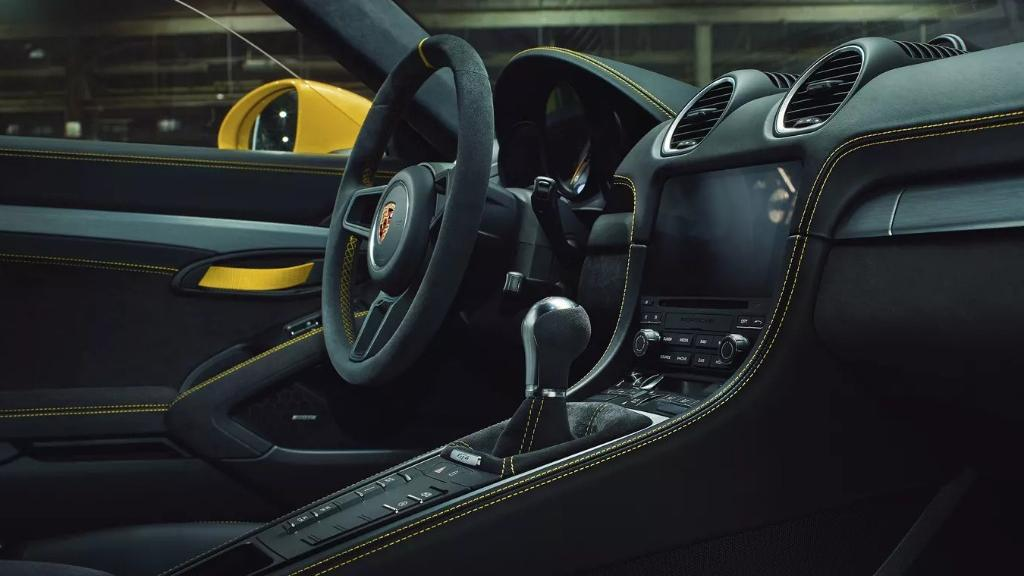 2019 Porsche 718 Cayman GT4 Interior 001
