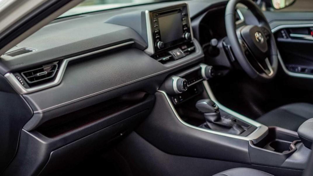 2020 Toyota RAV4 2.5L Interior 002