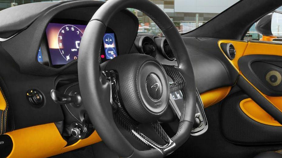 McLaren 570S (2019) Interior 003