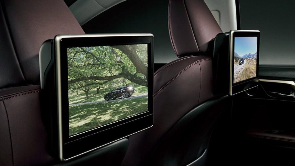 Lexus RX (2019) Interior 003