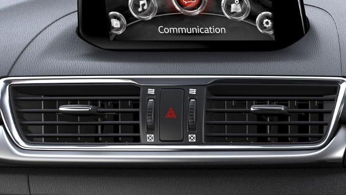 Mazda 3 Sedan (2018) Interior 004
