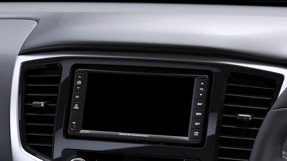 Mitsubishi Triton (2019) Interior 006