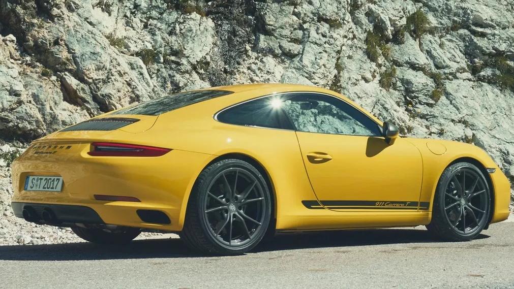 2018 Porsche 911 Carrera T Exterior 002