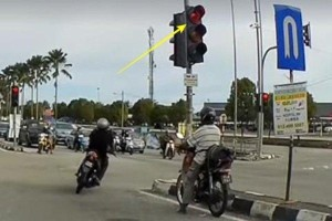 Watch: Motorcyclist jumps red light, mows down other motorcyclists from other direction