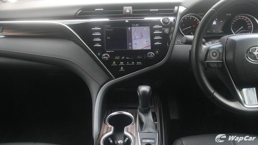 2019 Toyota Camry 2.5V Interior 047