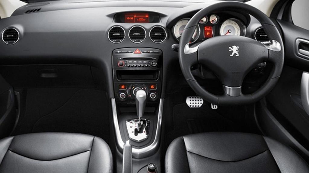 Peugeot 408 (2019) Interior 001