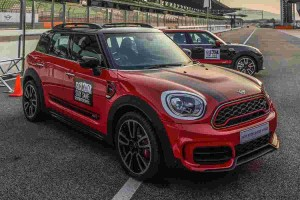 MINI JCW Countryman on track - 306 PS vs 231 PS, you wouldn't believe the difference