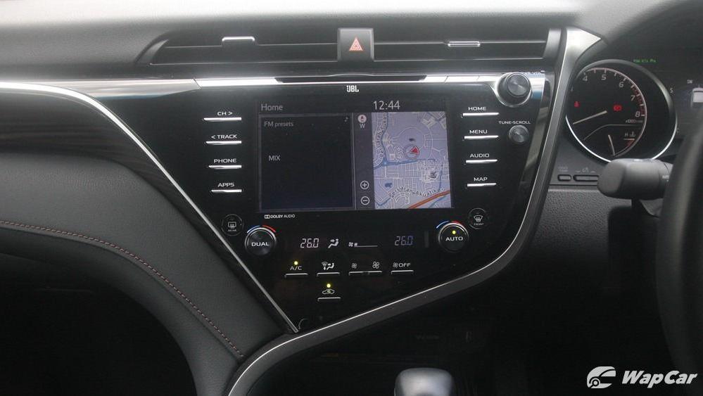 2019 Toyota Camry 2.5V Interior 014