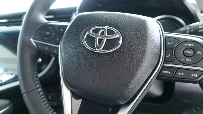 2019 Toyota Camry 2.5V Interior 007