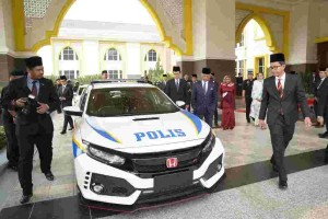 Honda Malaysia presents the Civic Type R to His Majesty The Yang Di-Pertuan Agong in celebration of his official birthday