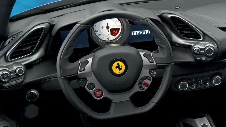 Ferrari 488 (2015) Interior 002