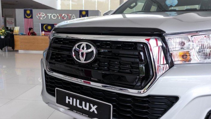 2018 Toyota Hilux Double Cab 2.4 L-Edition AT 4x4 Exterior 006