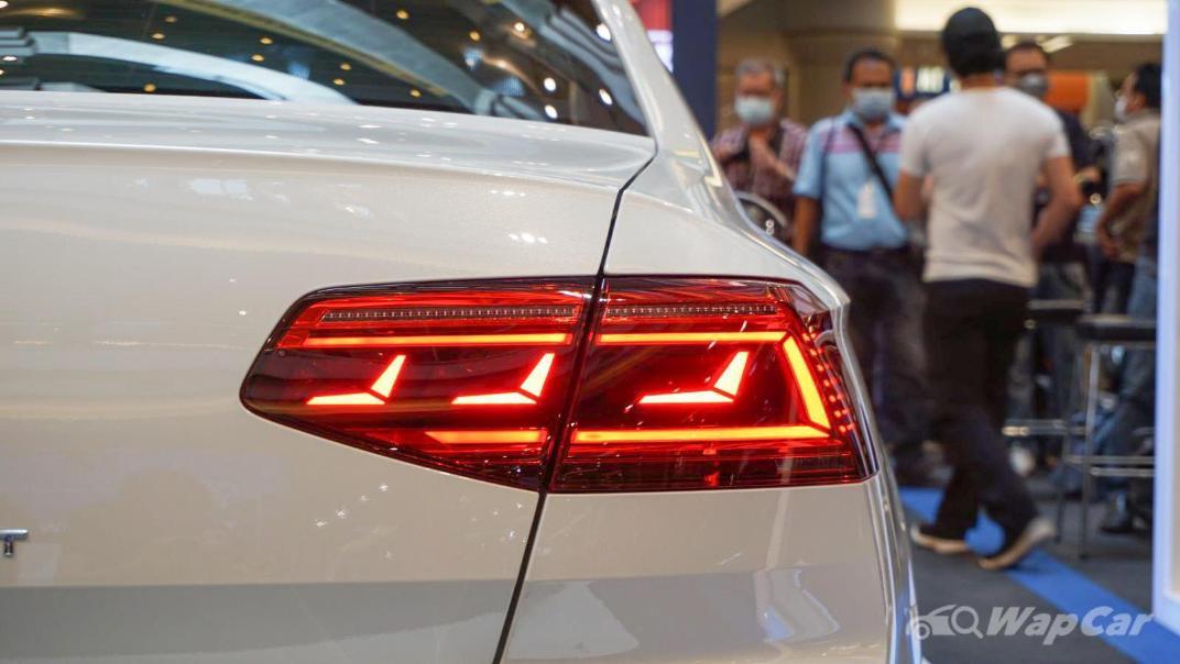 2020 Volkswagen Passat 2.0TSI R-Line Exterior 024