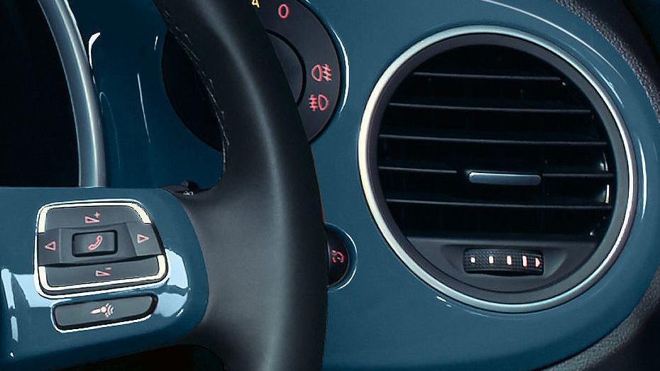 Volkswagen Beetle (2018) Interior 005