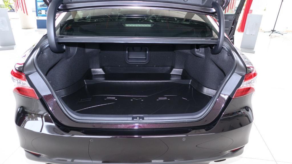2019 Toyota Camry 2.5V Interior 039