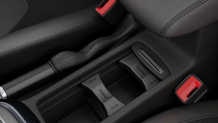 Ford Focus Sedan (2017) Interior 009