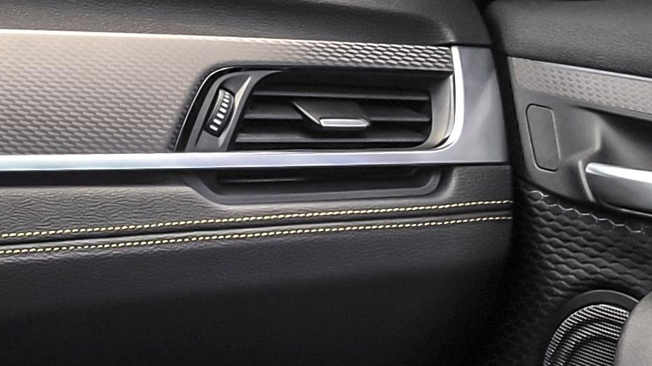 BMW X2 (2019) Interior 011