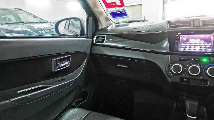 2018 Perodua Bezza 1.3 Advance Interior 005