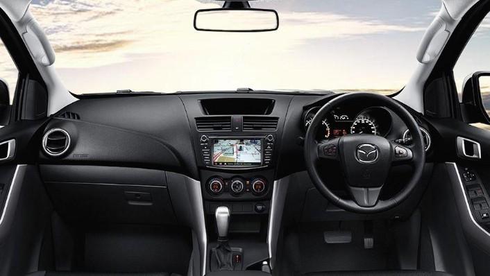 Mazda BT-50 (2018) Interior 001