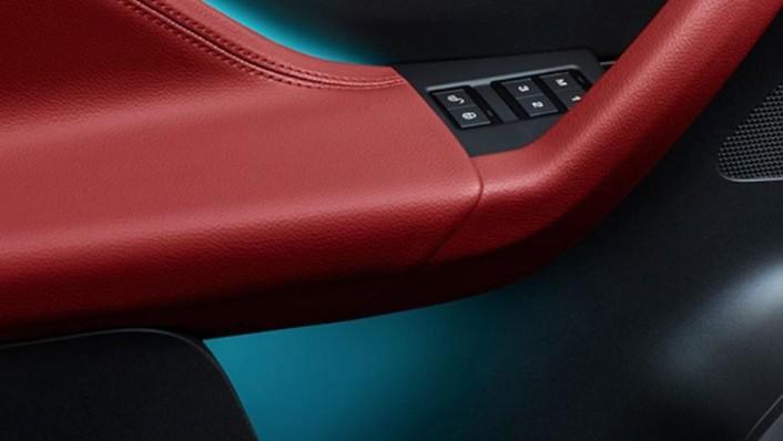 Jaguar F-Pace (2018) Interior 005