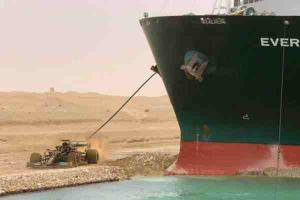 Mercedes-AMG F1 team makes a joke about the Suez Canal blockage