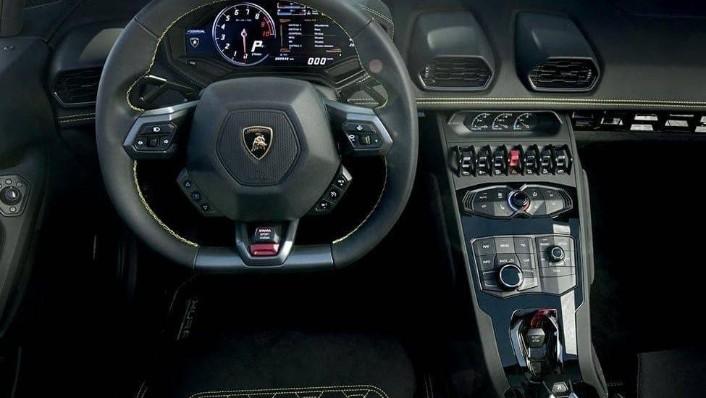 Lamborghini Huracán (2017) Interior 001