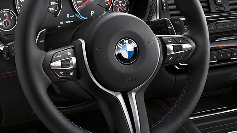 BMW M4 Coupe (2019) Interior 002