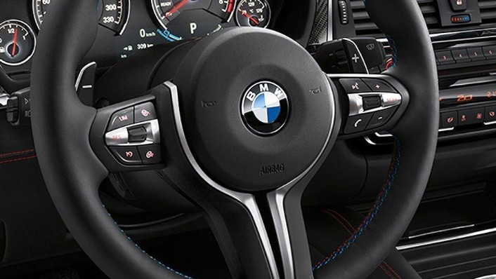 BMW M4 Coupe (2019) Interior 002