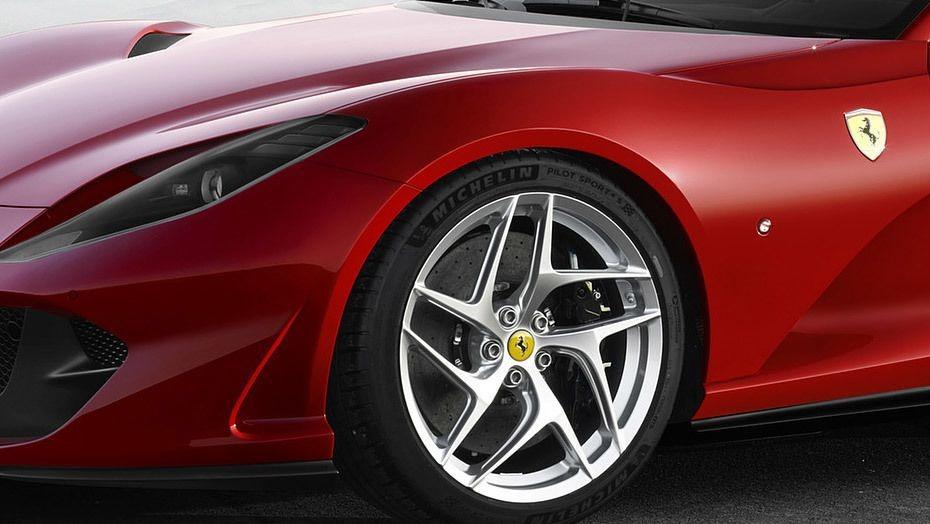 Ferrari 812 Superfast (2017) Exterior 009