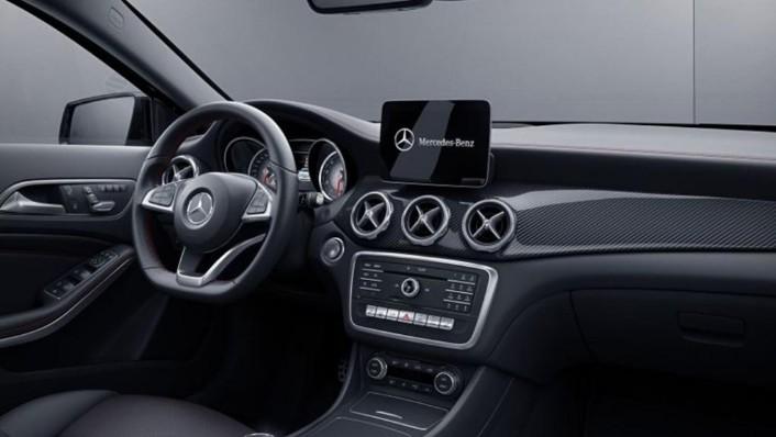 Mercedes-Benz GLA (2018) Interior 002