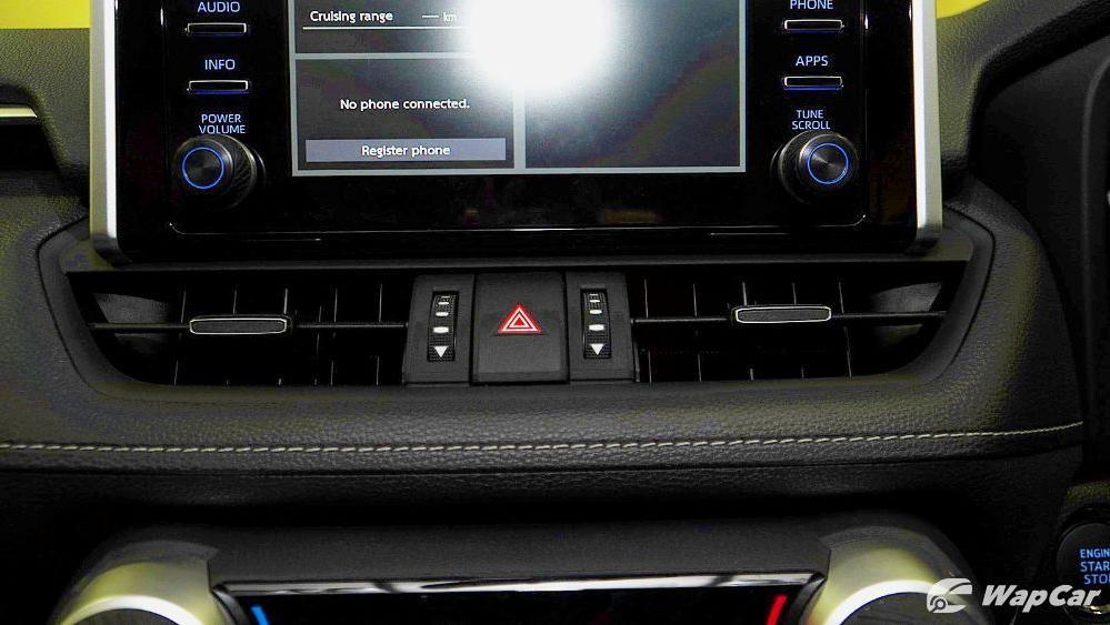 2020 Toyota RAV4 2.5L Interior 062